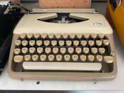 typewriter 29